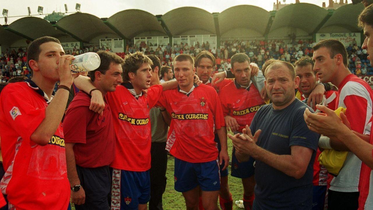 Los jugadores del CD Ourense, desolados tras perder con el Real Jaén y quedarse sin ascenso a Segunda