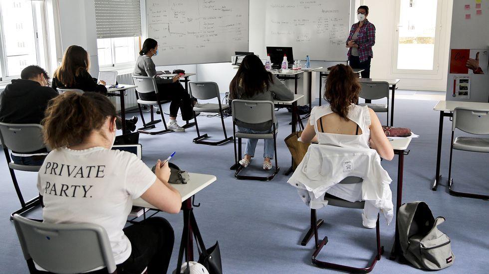 Alumnos de un centro de Vigo que se preparan para la selectividad