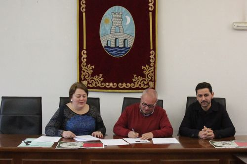 Así se celebró en Ourense y O Barco el Día Internacional de la Discapacidad.La sede de la Diputación iluminó su fachada siguiendo la petición de la asociación radicada en Monforte