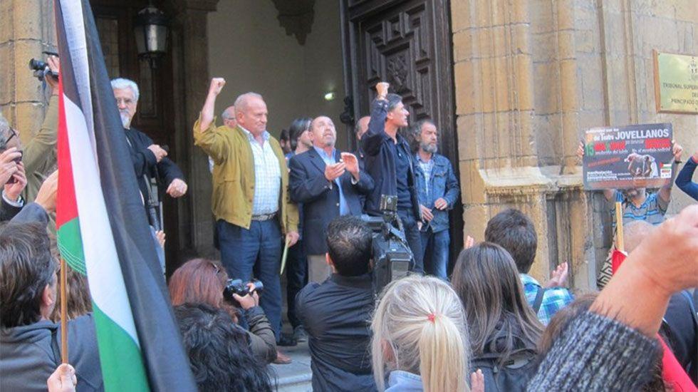 alqaidah.Los nueve del Jovellanos, a las puertas del Tribunal Superior de Justicia de Asturias