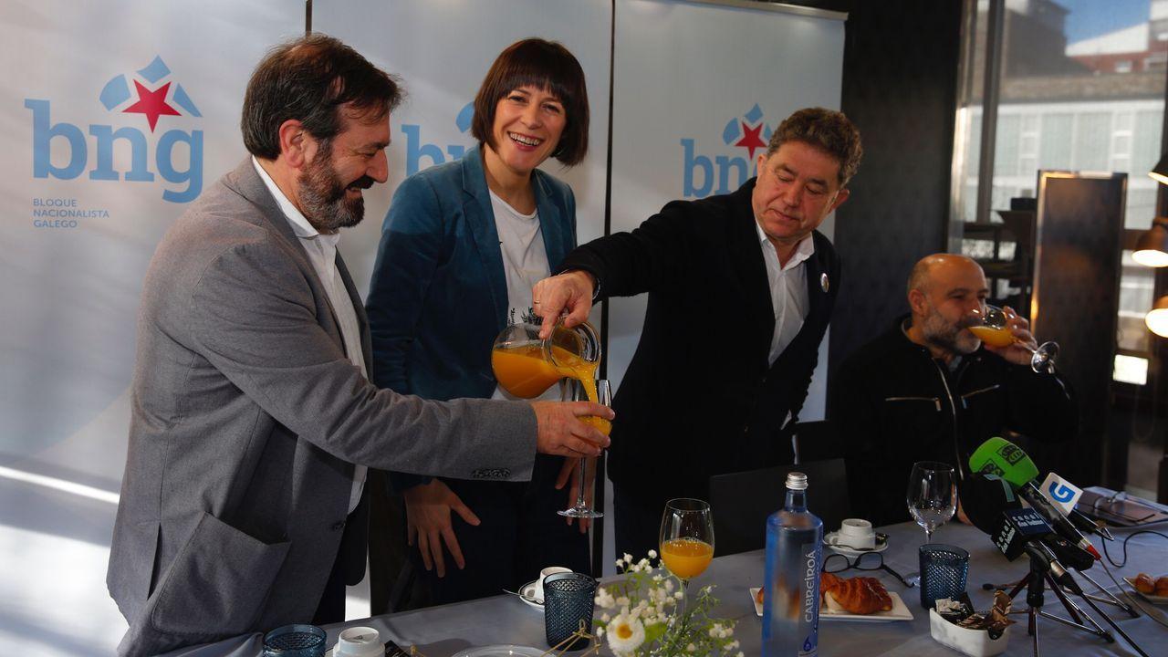 Pablo Casado reclama que Ana Pastor presida la comisión parlamentaria sobre el coronavirus.El ministro de Transportes, José Luis Ábalos, antes de su comparecencia en el Congreso
