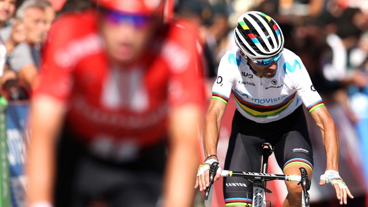 El ciclista murciano, campeón del Mundo del equipo Movistar, Alejandro Valverde, a su llegada a la meta de la decimocuarta etapa de la 74 Vuelta a España 2019, con salida en la localidad cántabra de San Vicente de la Barquera y meta en Oviedo, con un recorrido de 188 kilómetros