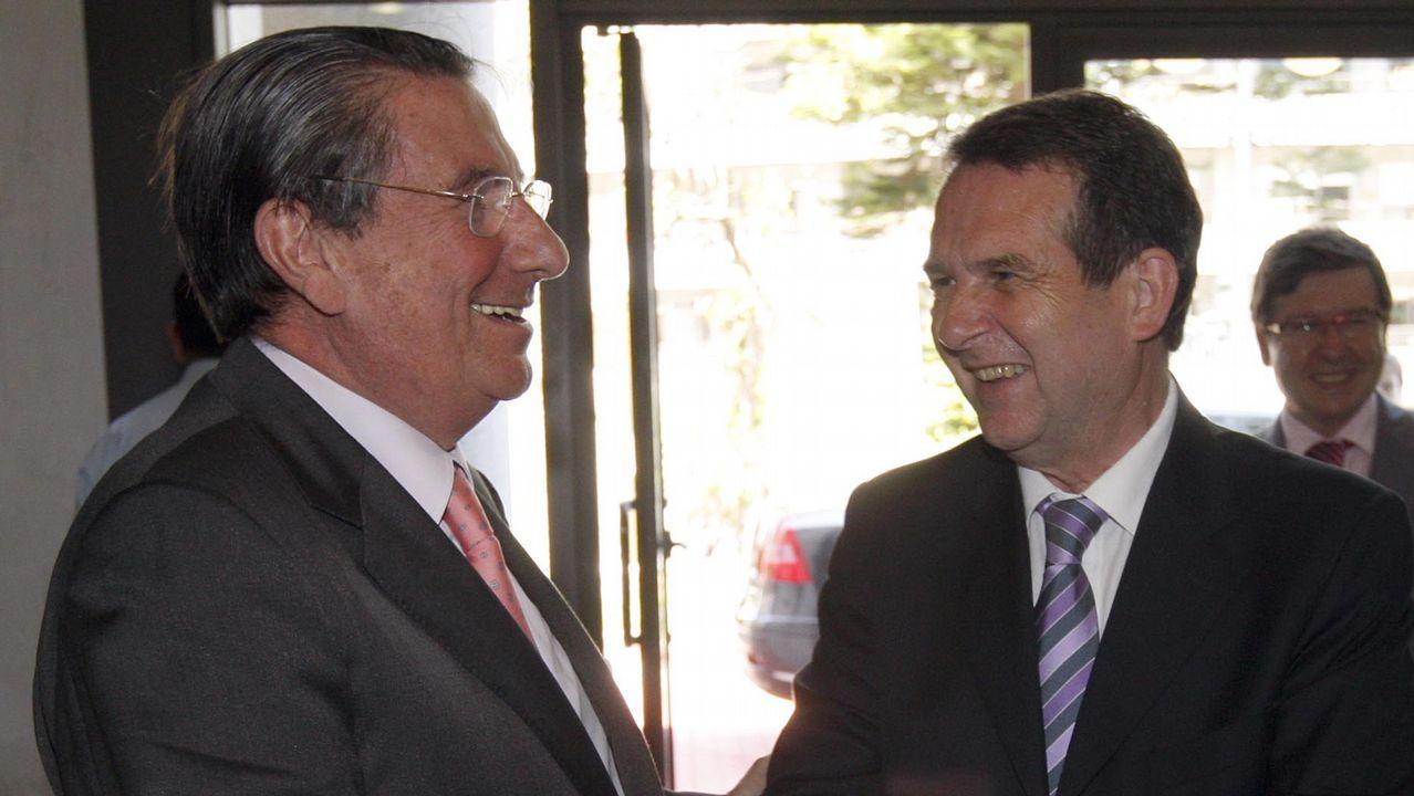 Alerta roja en el patrimonio pontevedrés.El presidente de Vox, Santiago Abascal, junto a otros cargos del partido