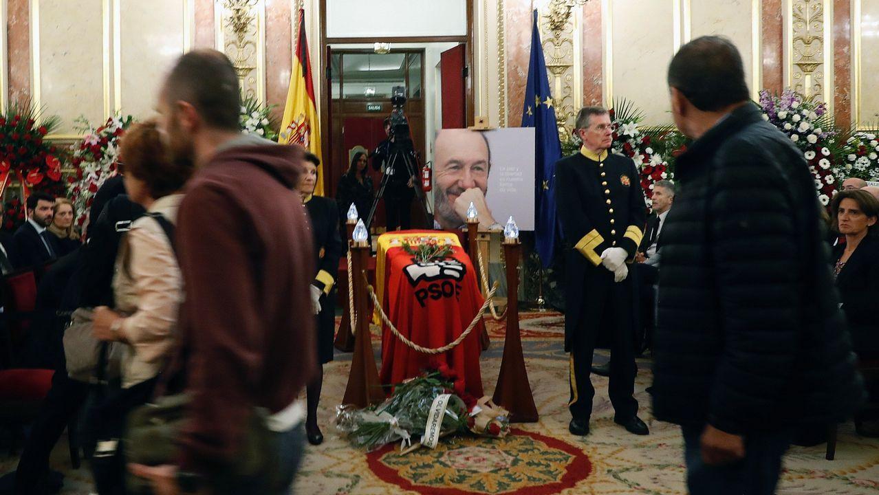 El último adiós a Rubalcaba, en imágenes.Los reyes eméritos dan el pésame a Pilar Goyo, viuda de Alfredo Pérez Rubalcaba