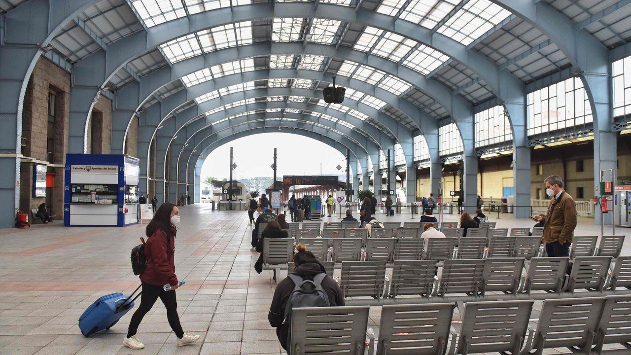 Entramos enel centro comercialVialia por dentro.Estación de tren de A Coruña