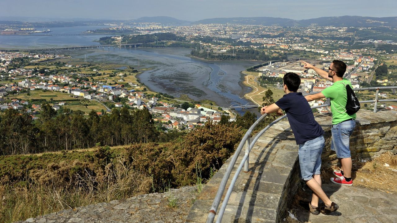 Los mejores miradores sobre la montaña y el mar.Vista de una inspección en la zona de O Val para tratar de determinar el origen de la plaga de moscas