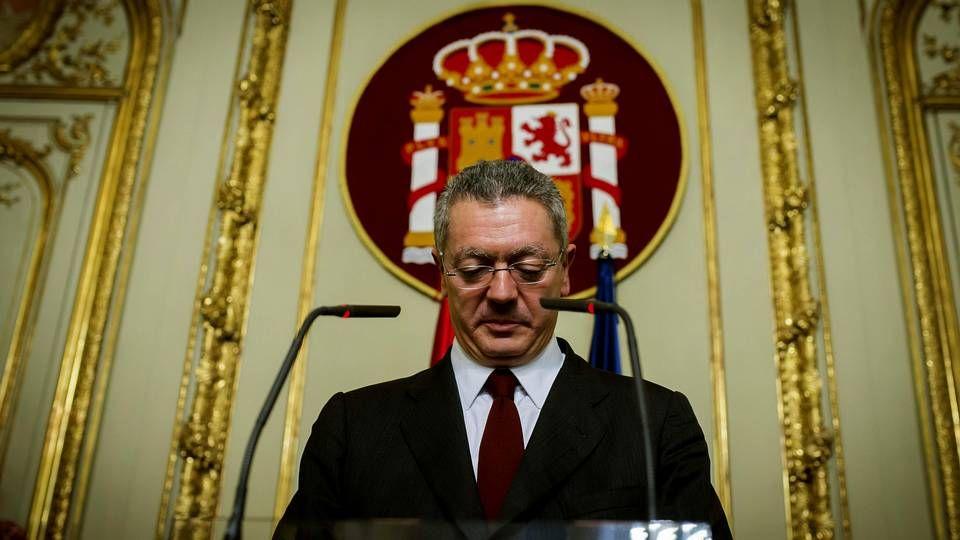 Rafael Catalá, en el centro, en una visita al concello de Santiago en octubre del 2012.