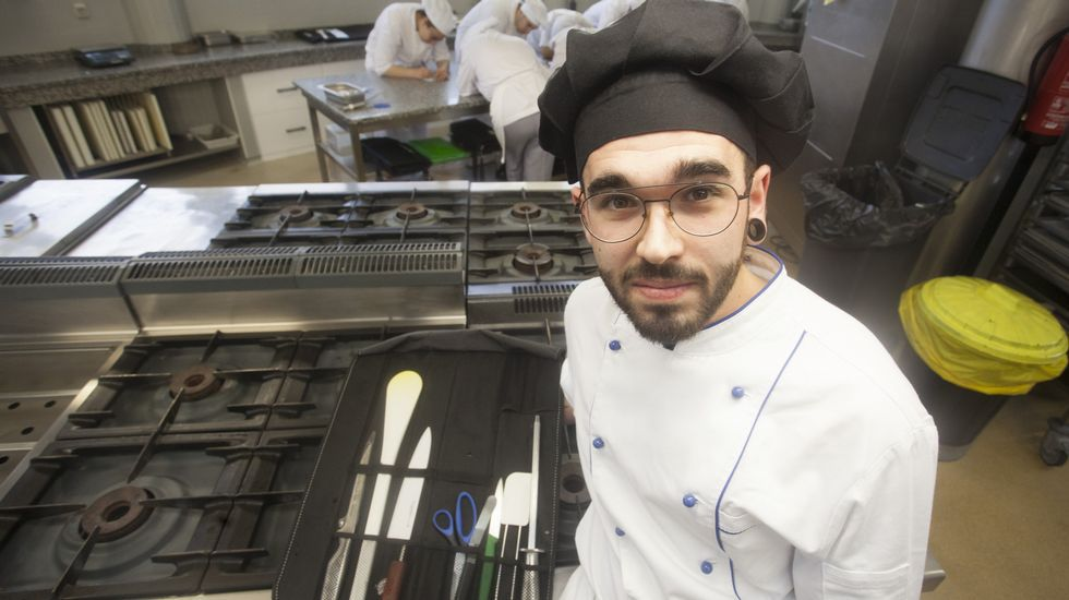 Estos son nuestros cocineros con «estrella».Daniel Cochón, de Frigoríficos de Bandeira ?centro?, con Adriana y Antonio Abelleiro, de Sala Gradín.