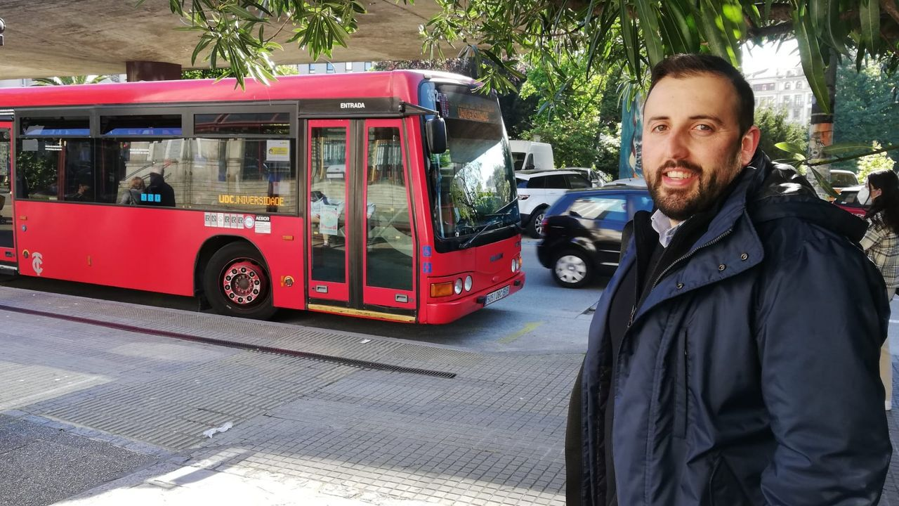 «No te conozco de nada, pero si quieres te doy un abrazo, aunque me salte el protocolo sanitario», le dijo el conductor del bus, Óscar Añón, a la desconsolada estudiante