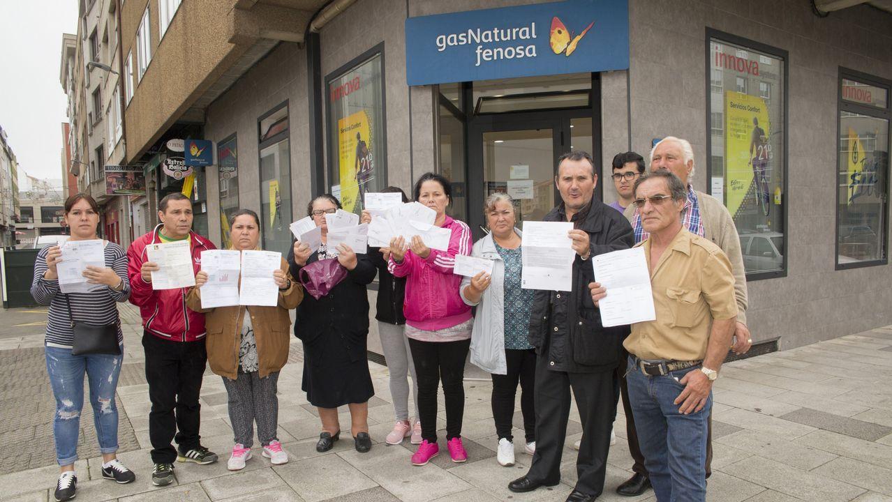 Ocho familias de A Grela llevan varios días sin luz: así reivindicaron.Pedro Sánchez y Javier Fernández