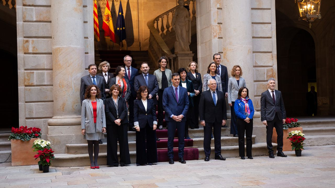 Foto de grupo de los ministros antes del Consejo celebrado en Barcelona. En el centro, el presidente del Gobierno, Pedro Sánchez.