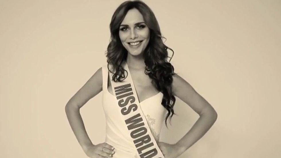 La francesa Iris Mittenaere, Miss Universo 2016.María Reyes, miss España 1995, durante la visita al recinto
