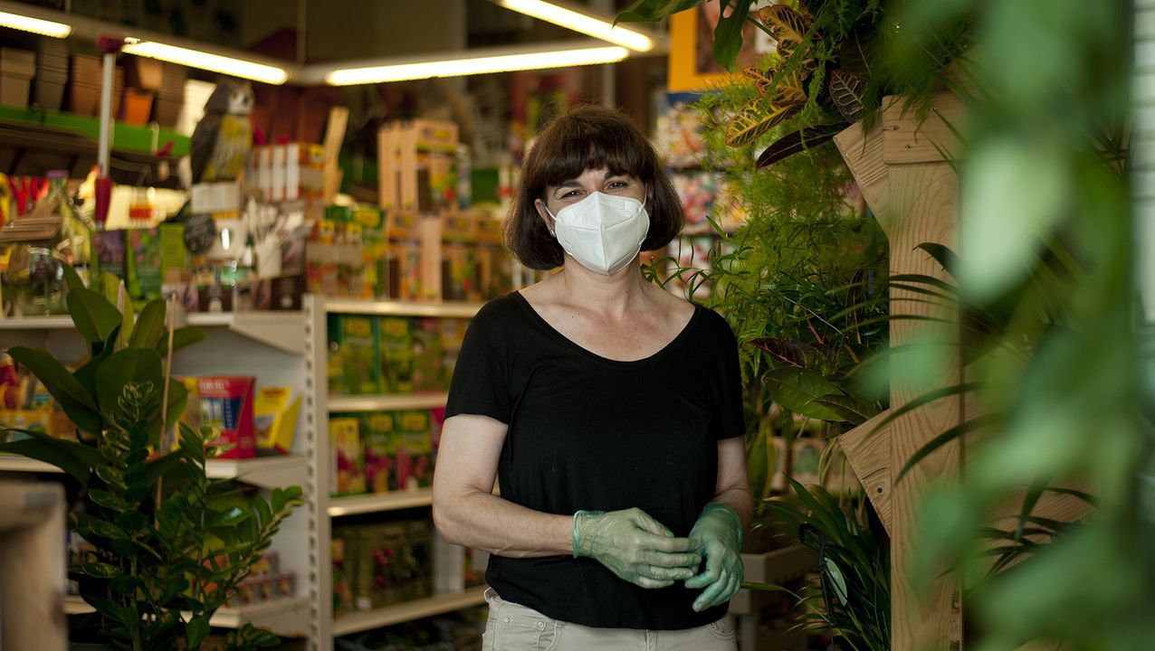 Rincón Verde.Katia Fernández, la creadora de By Philomena, con algunas de sus pulseras de colores