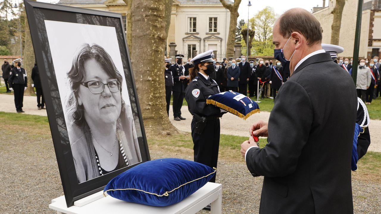 El primer ministro Jean Castex impuso la medalla de la Legión de Honor a la policia asesinada