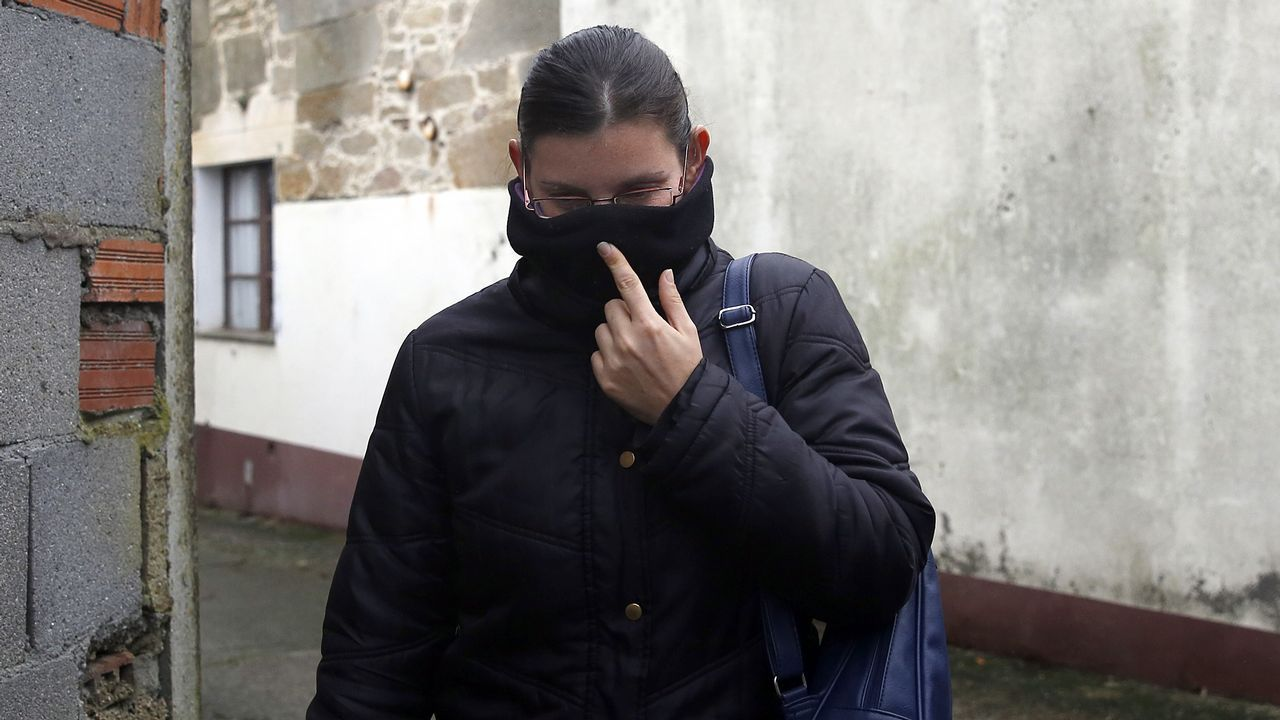 El juez sobresee la causa contra la mujer del Chicle.El entierro de Déborah Fernández, en el año 2002