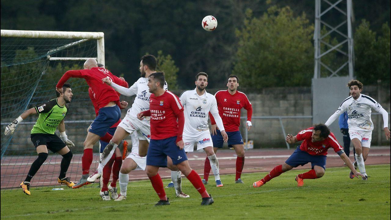 Partido de fútbol de 3º división entre el Noia - Negreira