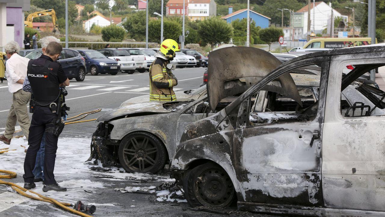 Arden tres coches en Narón