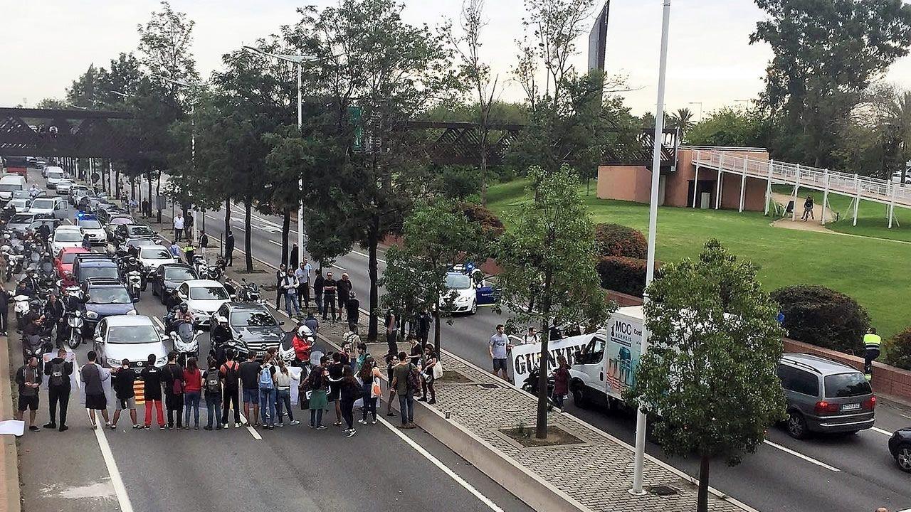 Los mossos custodian la sede del PPC en Barcelona