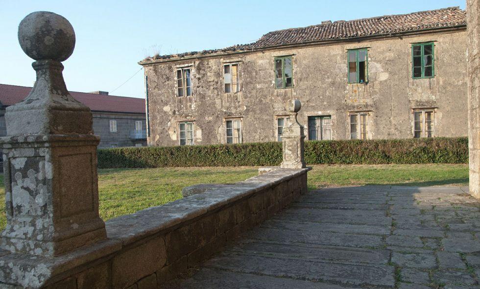 La antigua casa de los capellanes de Iria-Flavia necesita una urgente obra de rehabilitación.