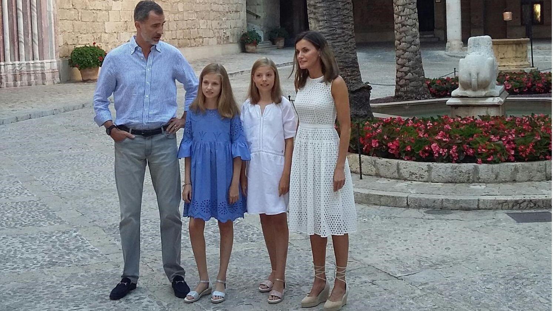 Los Reyes y sus hijas trasladan el posado estival al Palacio de la Almudaina.Los reyes, Leonor y Sofía