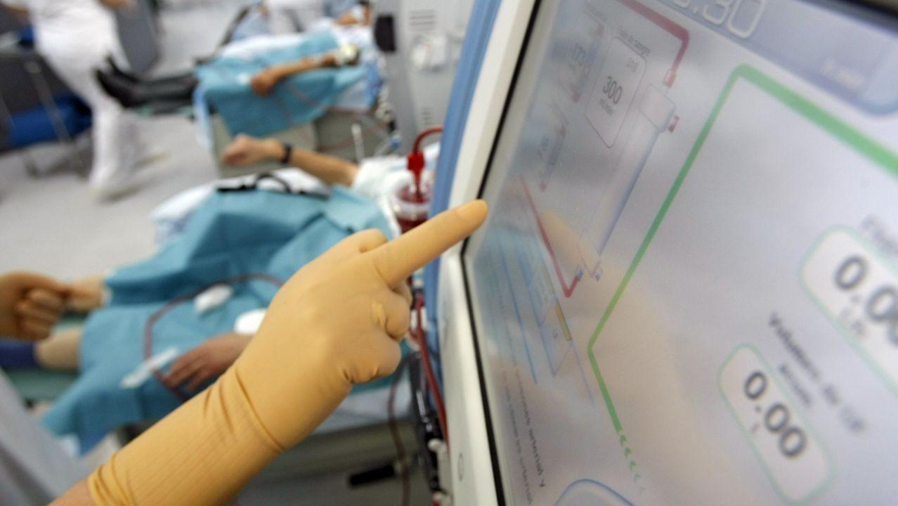 Alcer entrega mascarillas quirúrjicase entre sus socios