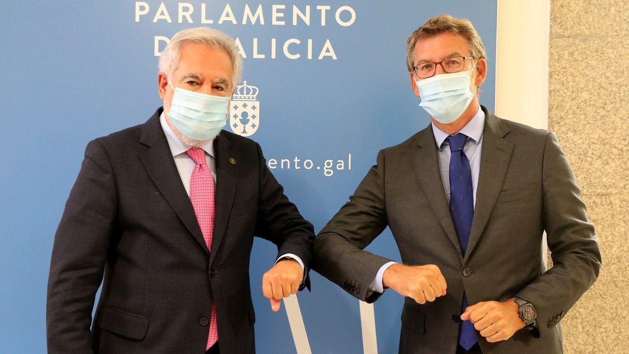 El presidente del Parlamento, Miguel Santalices, con Alberto Núñez Feijoo