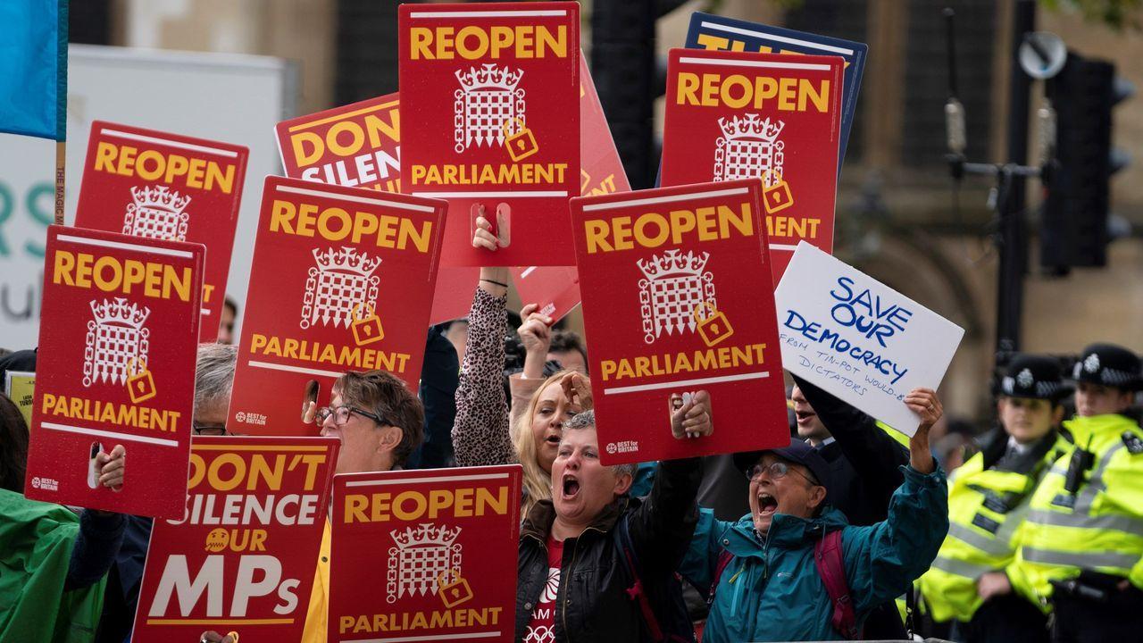 Partidarios de la permanencia del Reino Unido en la UE se manifiestan ante el Supremo británico