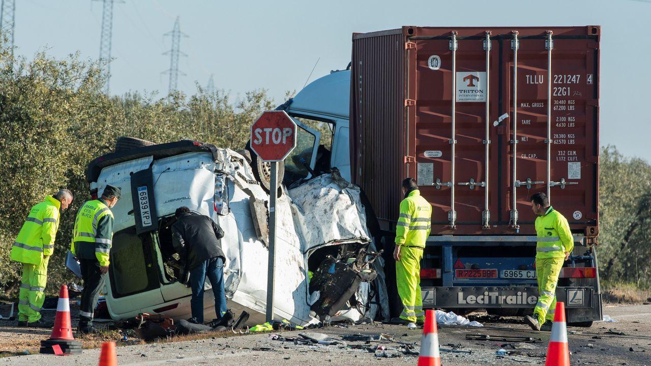 Cinco muertos en un brutal accidente en Utrera, Sevilla.Estado en el que quedó el coche en el que perdió la vida un conductor en Pravia