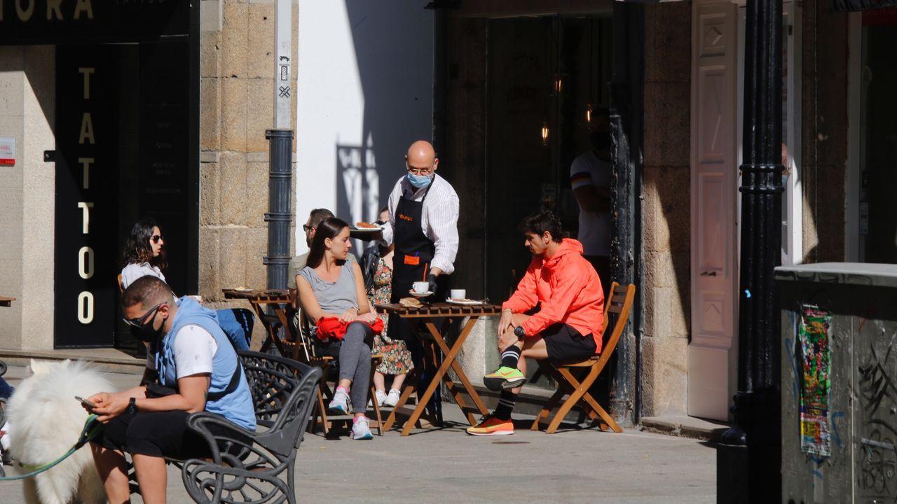 Buen ambiente en las terrazas de A Coruña desde primera hora