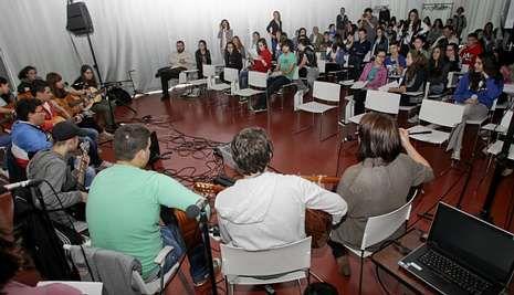 Los escolares de Guitiriz tuvieron como público a alumnos de varios institutos coruñeses.