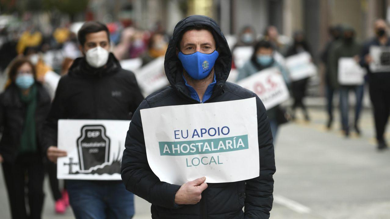 Imagen de una concentración en rechazo al cierre hostelero celebrada en Lalín