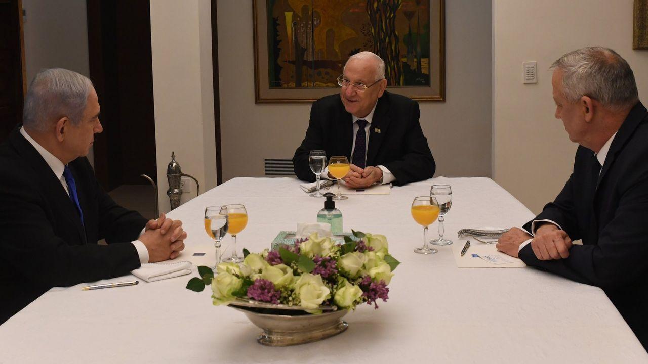 El presidente Rivlin, durante la reunión del 25 de marzo con Netanyahu y Gantz