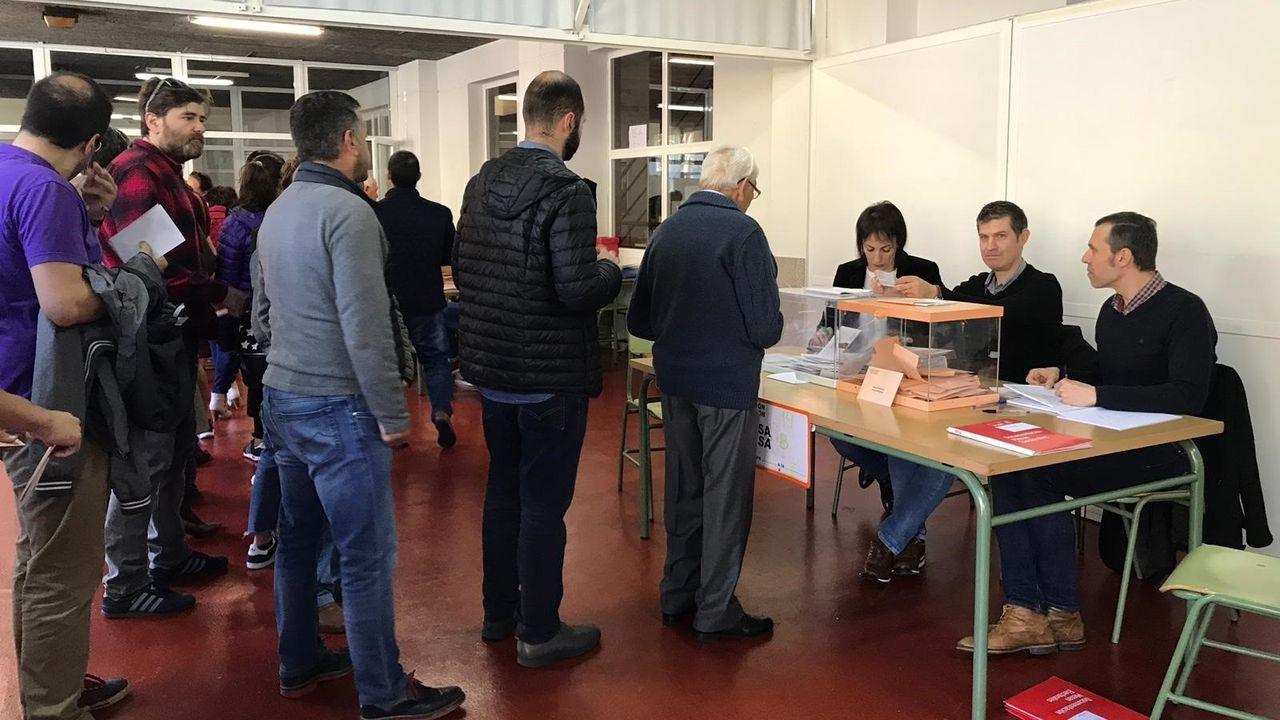 En directo: comparencencia de Gonzalo Caballero.Una mesa electoral en Galicia
