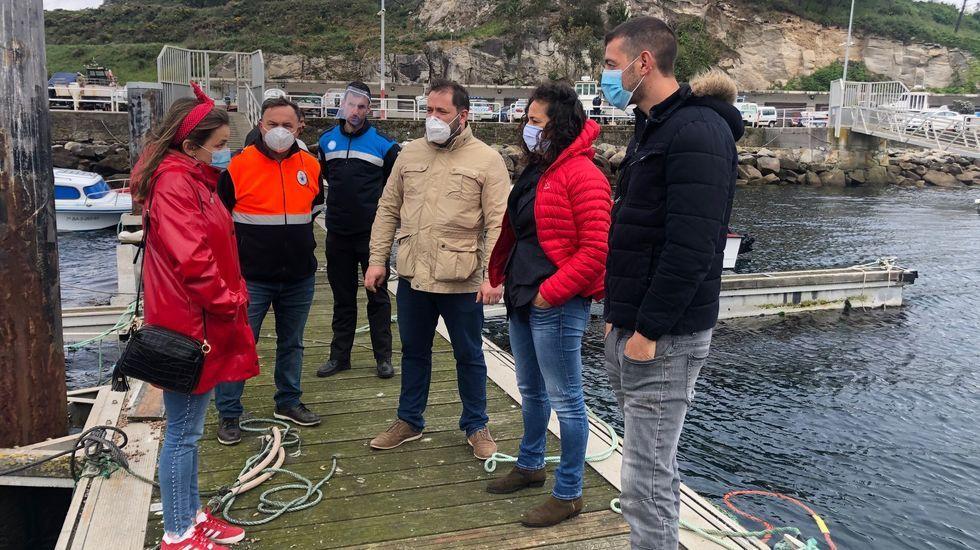 La Guardia Civil evitó un altercado entre percebeiros y bateeiros en A Barca de Muxía
