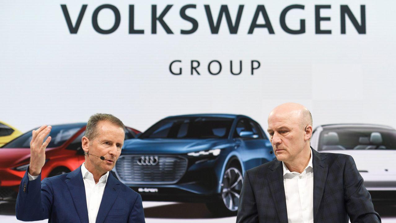 El gerente de Yáñez Coruña, Pedro Ignacio De María Castellanos, y la directora general de Volkswagen España, Laura Ros.