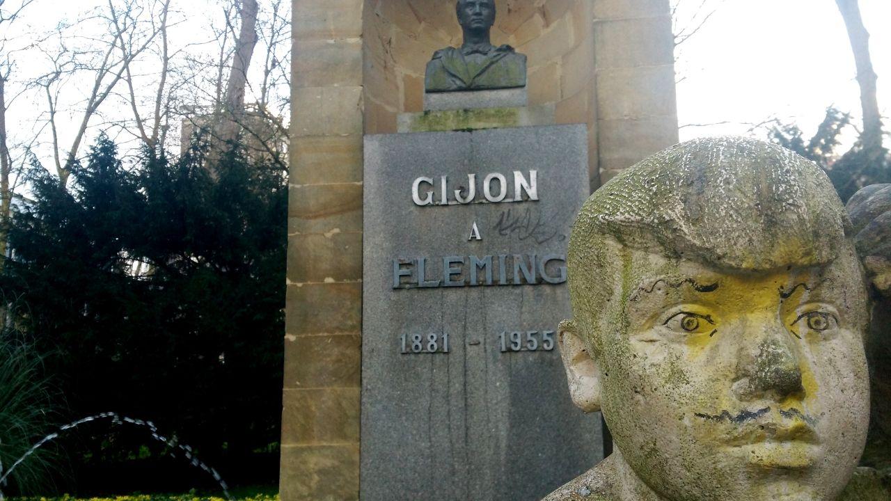 Inundaciones en el colegio de Jove de Gijón.El monumento a Fleming de Gijón