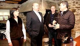 Ovidio Rodeiro (derecha), con Susana Cousillas, José Luis Fondo y Lucho Penabade.