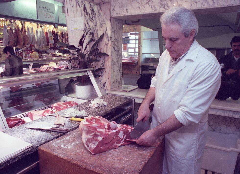 El presidente de los carniceros, fileteando