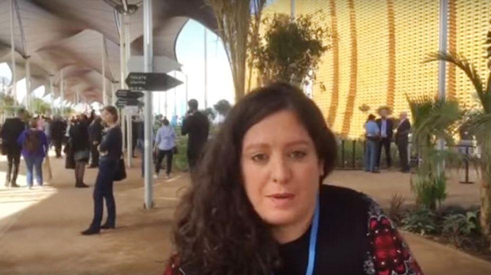 Estefanía Torres explica qué es la cumbre de Marrakech.El tren Transcantábrico a su paso por Luarca