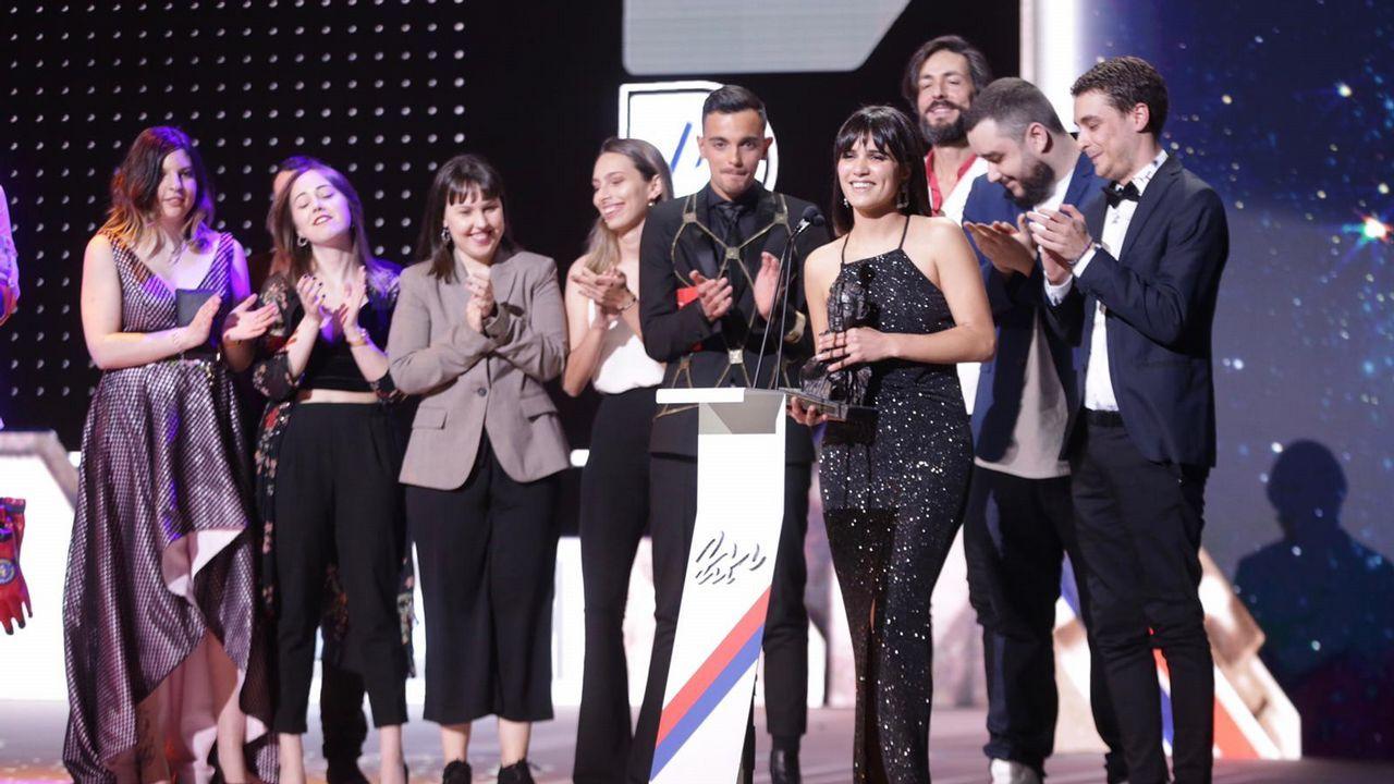O equipo de «Dinosaurio», mellor serie web.