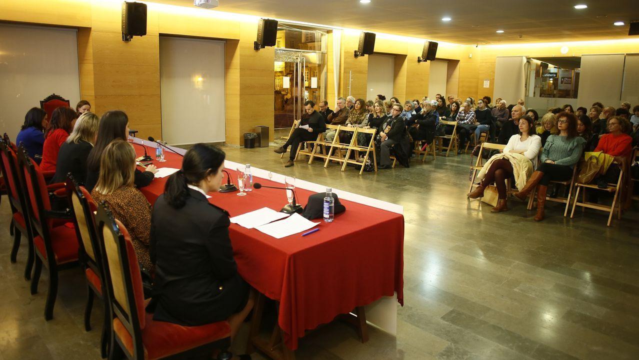 Las intervenciones de las ponentes fueron seguidas con atención por las decenas de asistentes