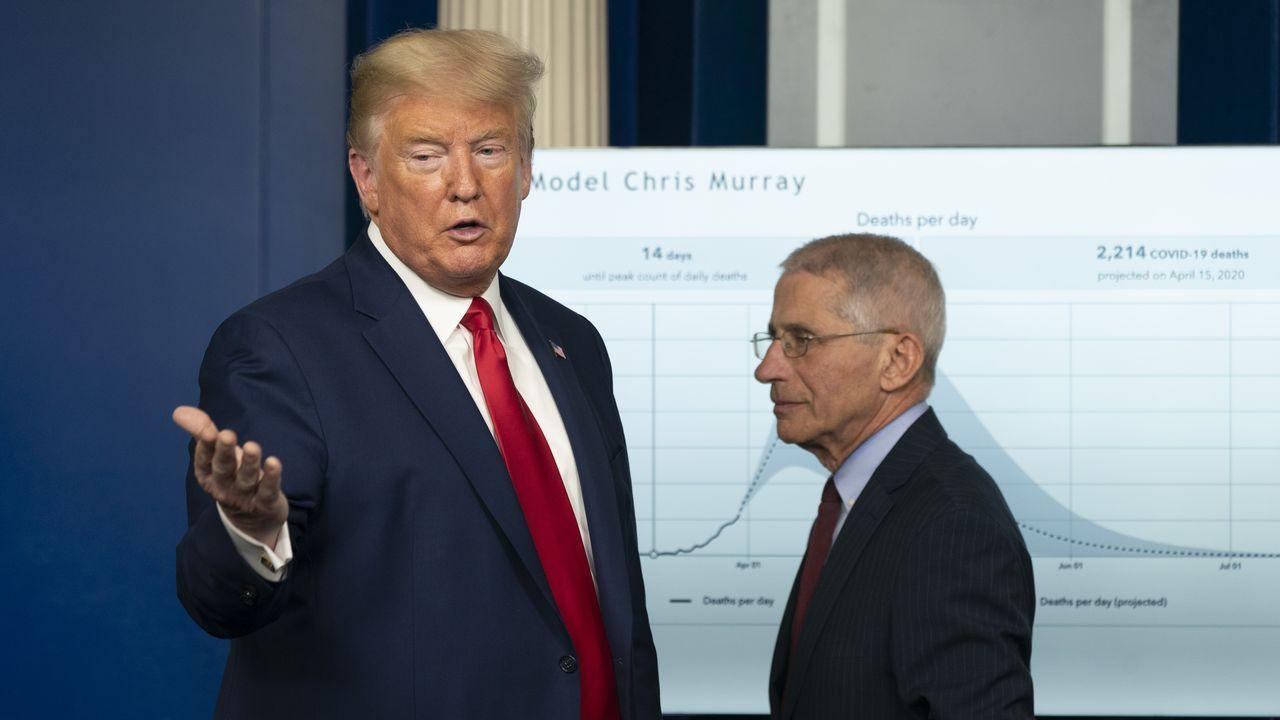 Donald Trump, junto a Anthony Fauci