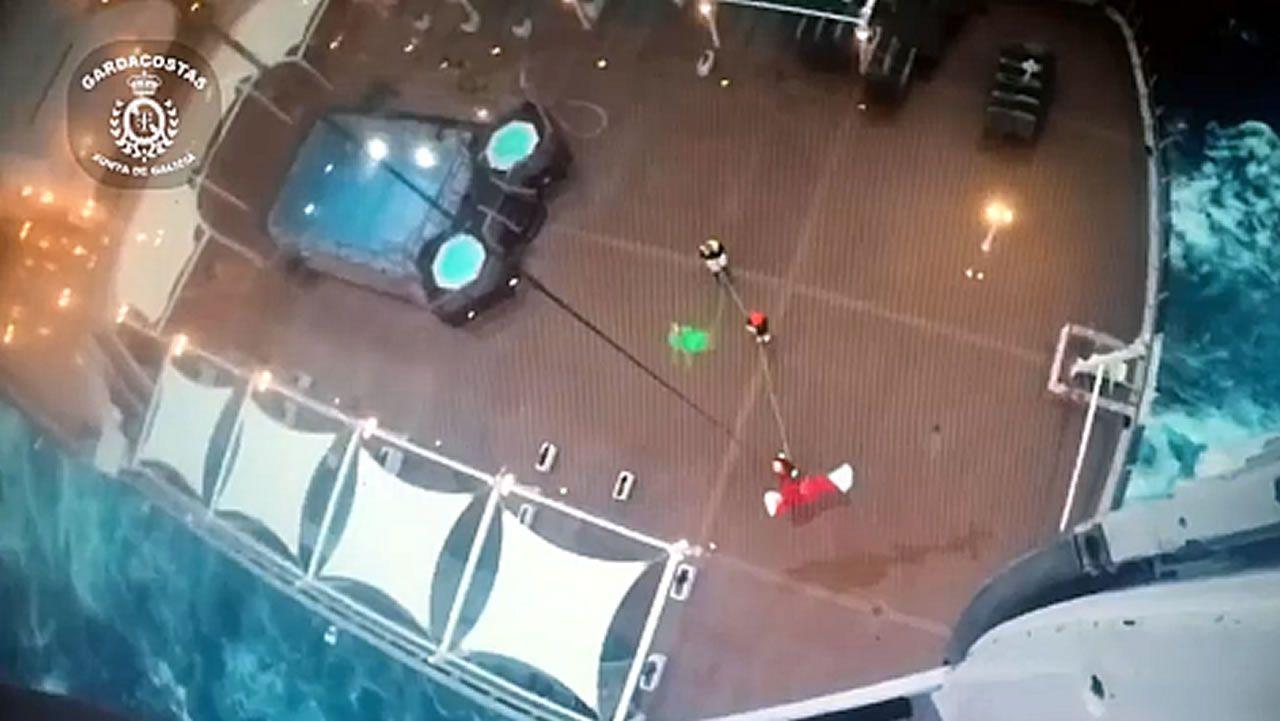 Evacuación del crucero inglés Queen Victoria a 33 millas del Faro de Corrubedo.Dinero