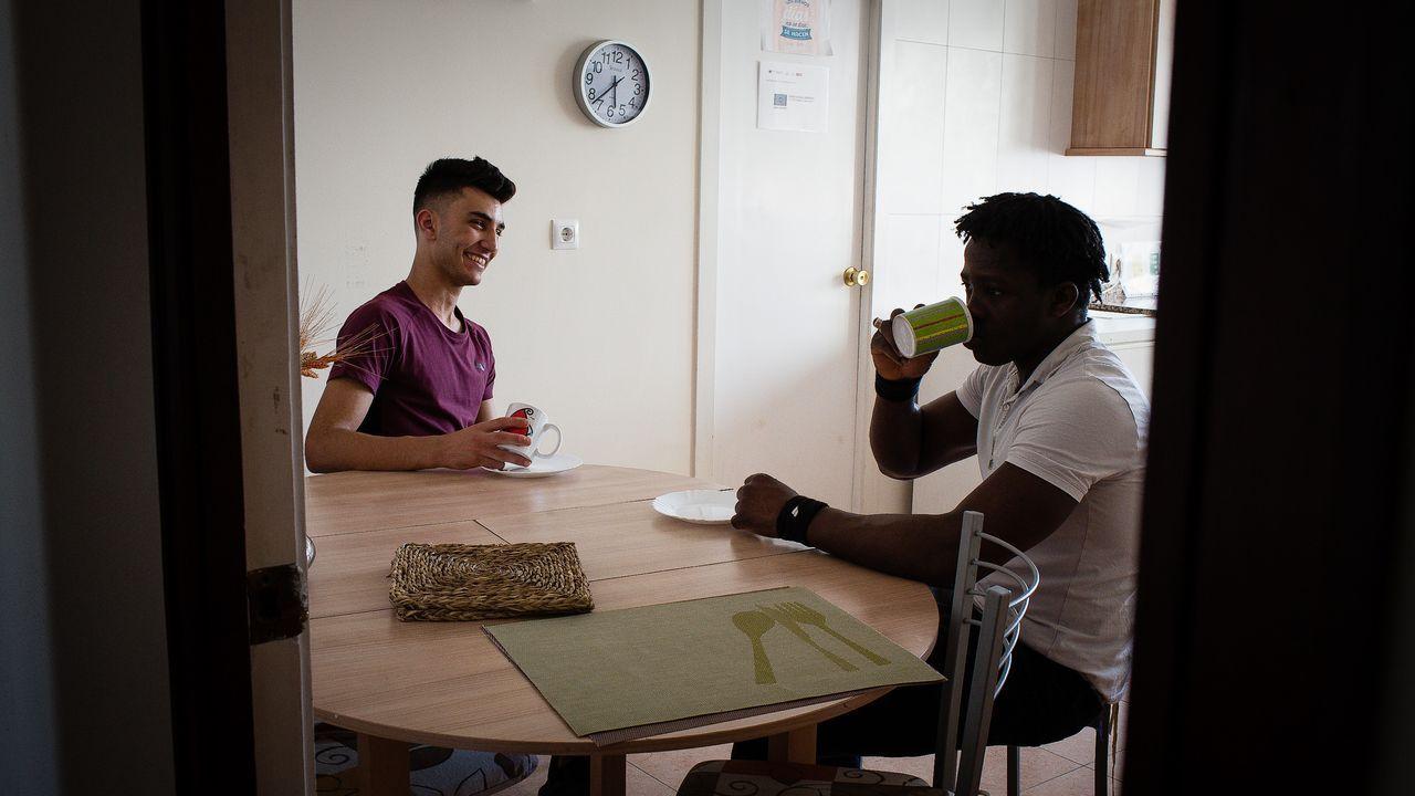 Jawad y Sidy comparten un piso supervisado con otros dos jóvenes a cargo de los sistemas de protección