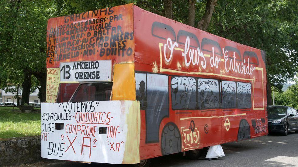 Autobus «tuneado» en Amoeiro.