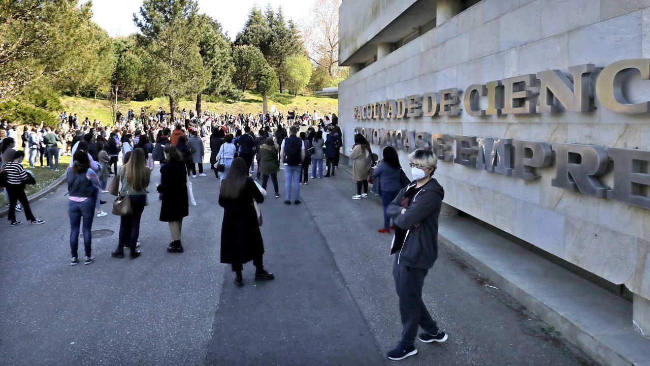 Así entraron los aspirantes a la prueba en el Campus de Vigo.Juzgados de Vigo donde se llevó la causa