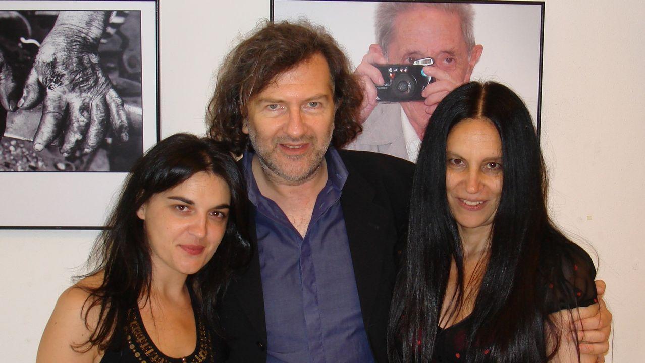 Espazos baleiros no Día das Letras.Valente, á esquerda, co director da cátedra do escritor, Claudio Rodríguez Fer