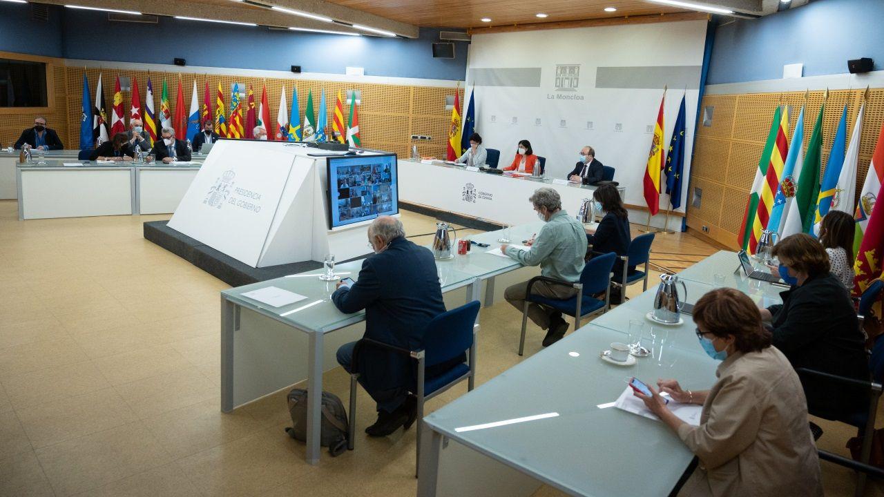 Nervios, mascarilla y distancia en la selectividad gallega.Momento de la reunión telemática entre ministerios y comunidades