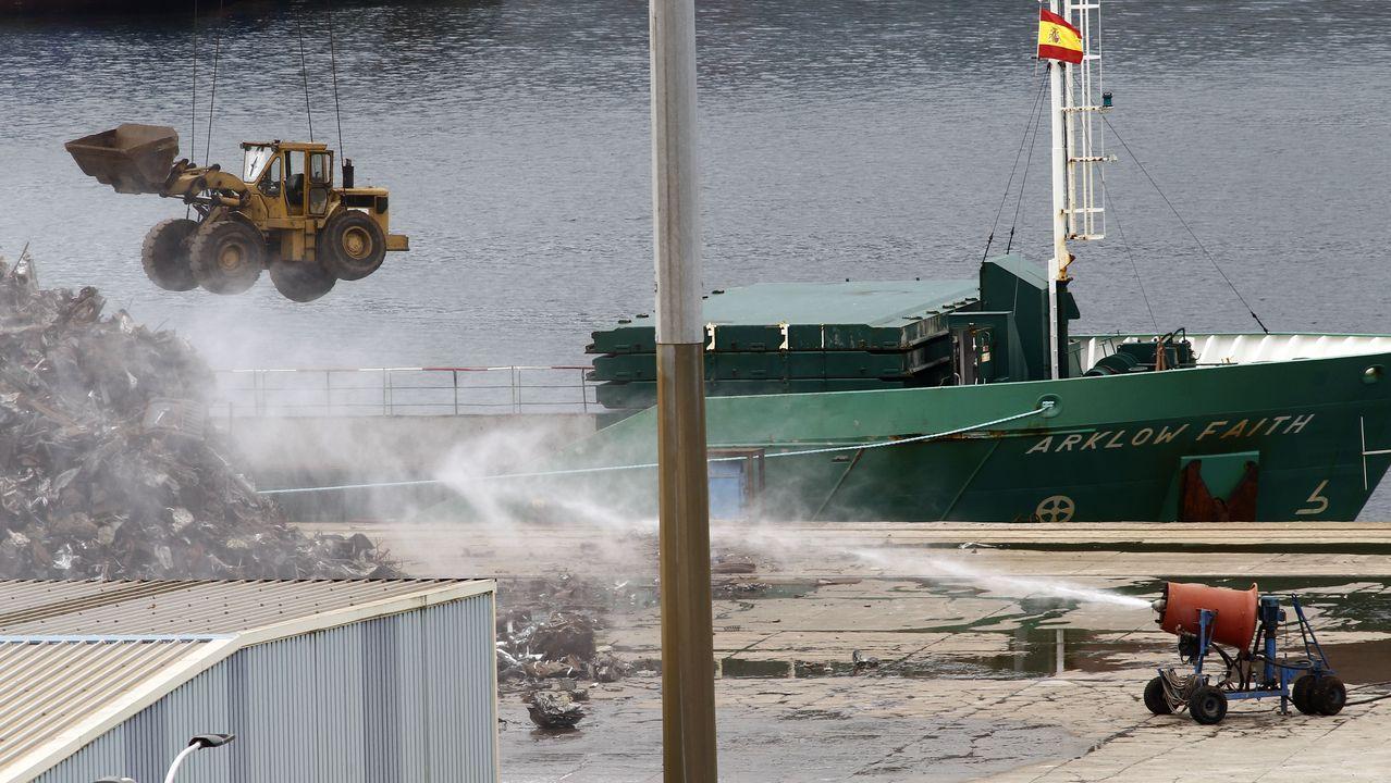 El AOR Supply construido en Navantia zarpa a su nueva base en Australia.En los trabajos de ayer se empleó un chorro de agua