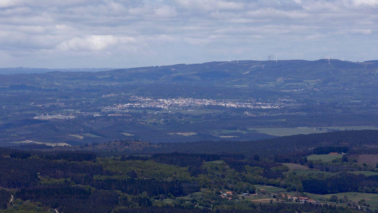 Desde el mirador del monte Farelo se puede ver Melide
